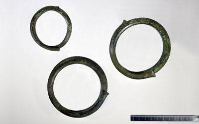 Fig. 1a - Armille/bracciali in bronzo dalla tomba rinvenuta in loc. Faragalla a Bertinoro (FC)