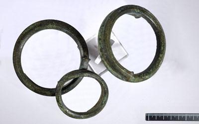 Fig. 1b - Armille/bracciali in bronzo dalla tomba rinvenuta in loc. Faragalla a Bertinoro (FC)