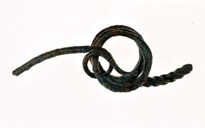 Fig. 3 - Due fibule in bronzo ripiegate